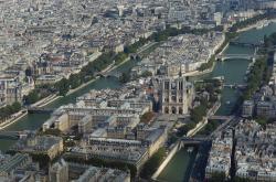 L'Ile de la Cite, l'Hôtel-Dieu et Notre-Dame de Paris