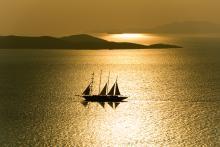 paquebot à voiles en mer Egée, près de Mikonos