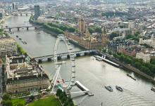 La Tamise, grande roue et Palais de Westminster