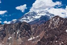 le sommet ennuagé du mont Aconcagua