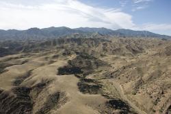 collines arides et montagnes
