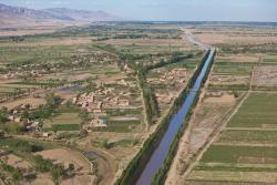 canal traversant la plaine